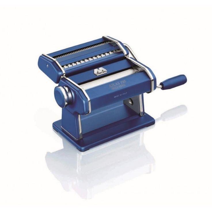 Pastamachine Wellness Blauw € 92,50 Deze Marcato Atlas 150 pastamachine is gemaakt van geanodiseerd aluminium, net als de messen en walsen van de machine. Dit materiaal voorkomt dat er lood-, chroom- en cadmiumdeeltjes kunnen achterblijven op het deeg. Op de messen zit bovendien nog een extra acetaat beschermlaag. De machine is geschikt voor vier soorten pasta: lasagne, tagliatelle, spaghetti en tagliolini.