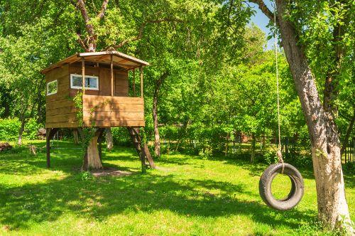 Stromový dům může mít charakter posedu, terasy, altánu či malé nebo velké obytné chaty.