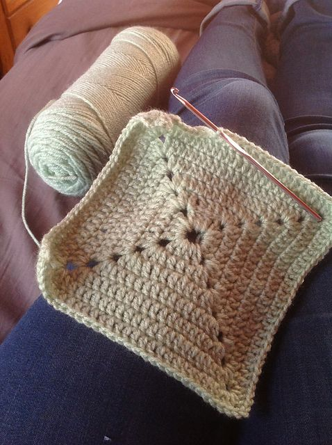 Solid Granny Square Bottom Bag Crochet Tutorial pattern by bobwilson123