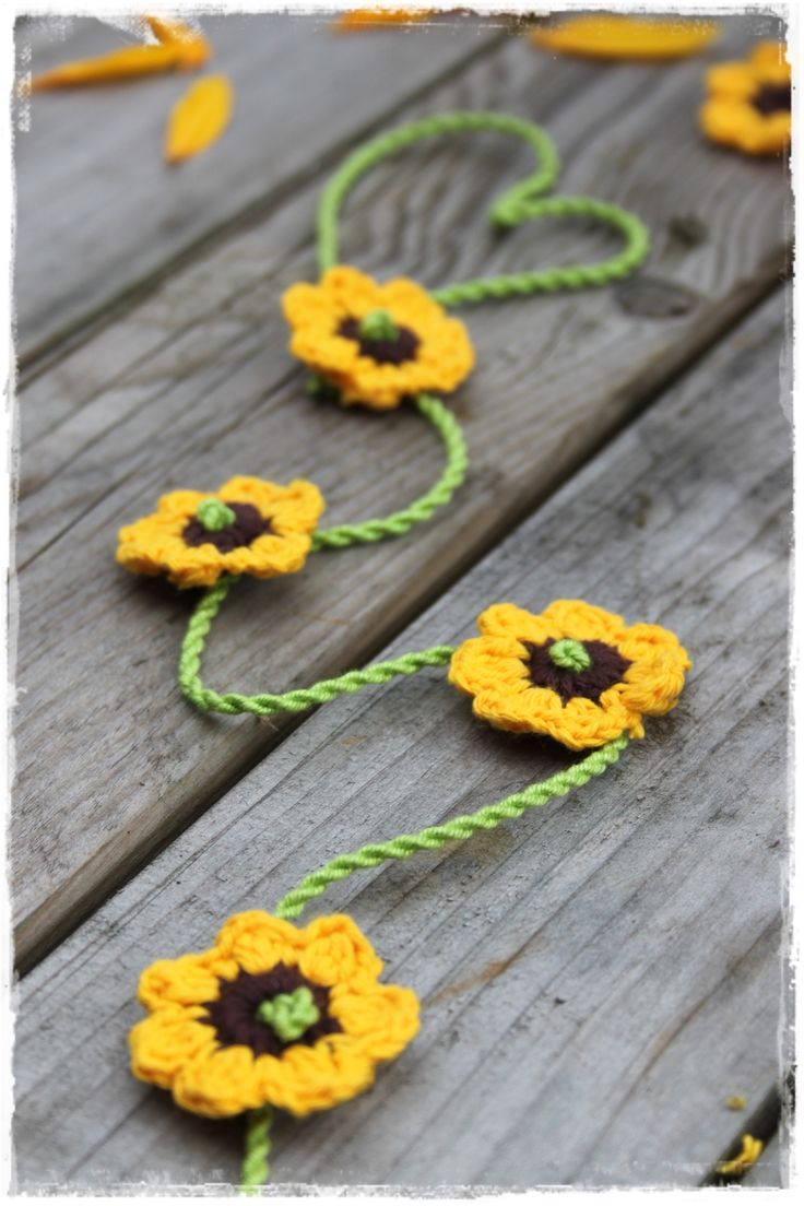 Sunflowers as a garland. Link to pattern of the little flower
