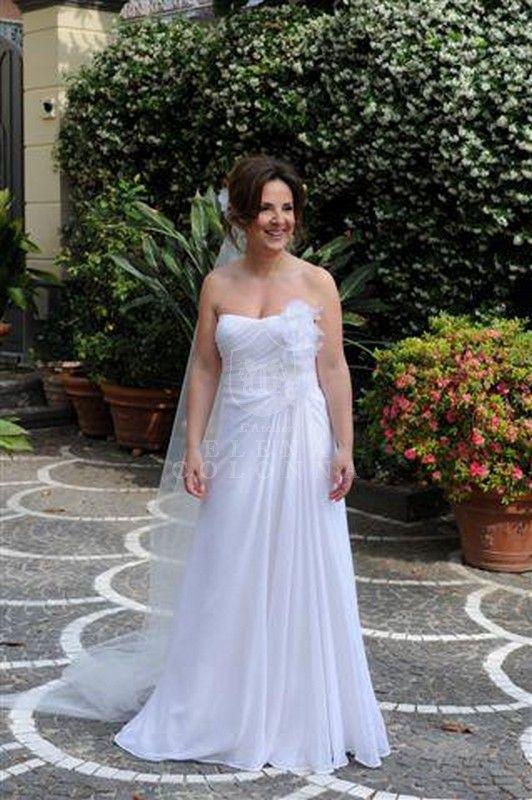 Abiti sposa Napoli. Drappeggi intrecciati e petali di peonie per una sposa raffinata e di gran classe. | Elena Colonna Atelier
