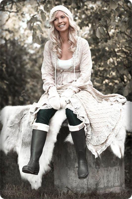 Denna stilen på kläder är verkligen såå mig. Jag önskar jag hade en hel garderob med bara sådana här söta och romantiska kläder. Synd att dom ska vara så dyra! Men det är bara att spara pengar…