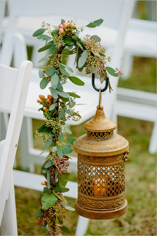 indian lantern aisle decor @weddingchicks