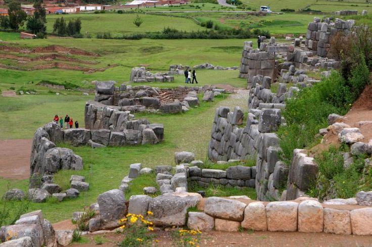 Саксайуаман – #Перу #Регион_Куско (#PE_CUS) Саксайуаман - древнее сооружение, в предназначении которого исследователи так и не могут до конца разобраться... http://ru.esosedi.org/PE/CUS/1000212129/saksayuaman/