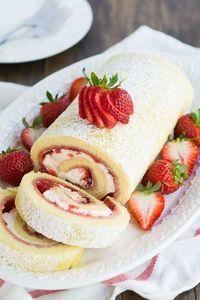 Voici une recette facile pour un gâteau roulé aux fraises délicieux ! Vous allez adorer !