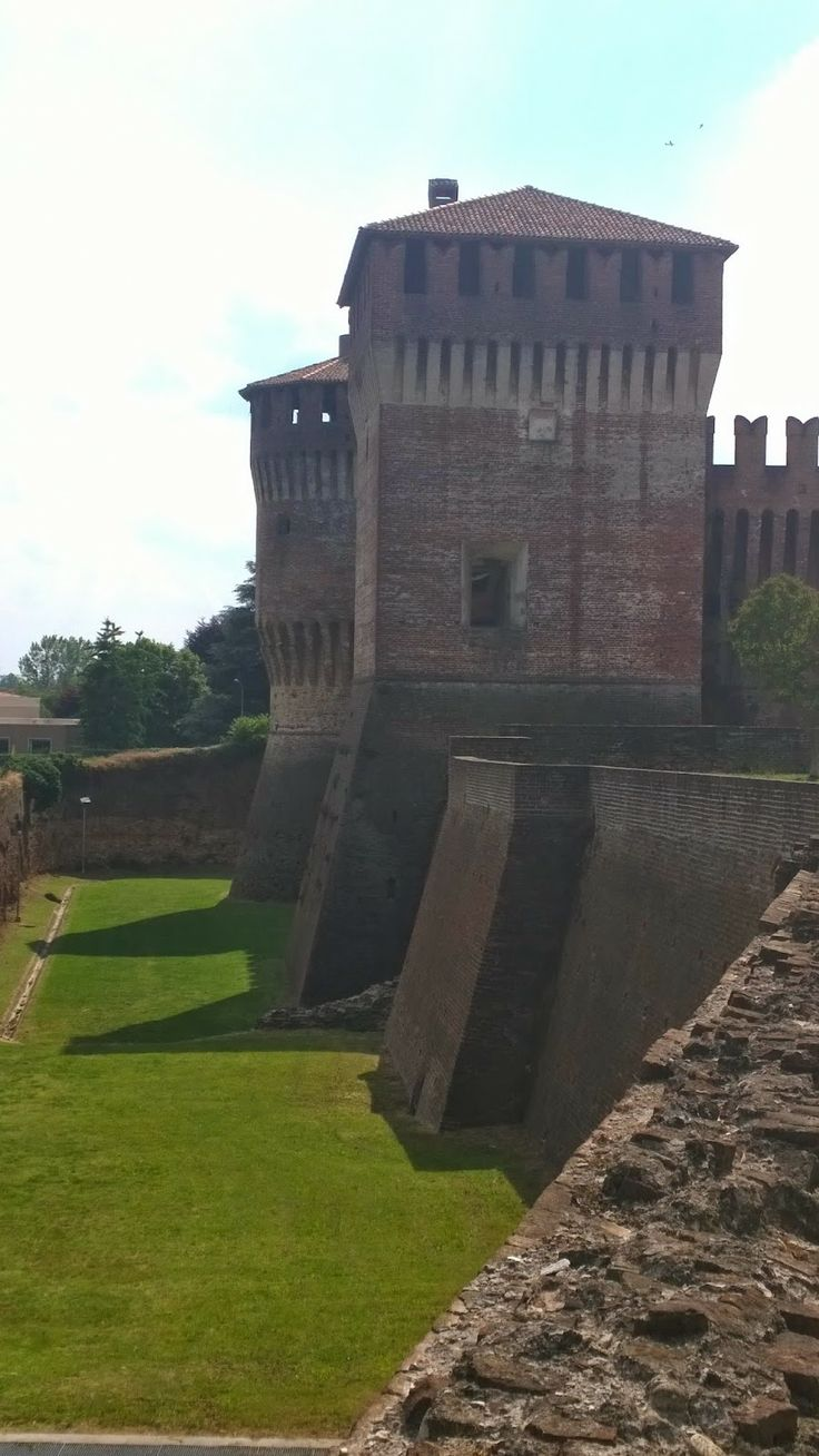 Castle at Soncino, Lombardy, Italy - Rocca di Soncino, Cremona, Lombardia, Italia #soncino #castle