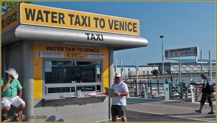 Le guichet des Bateaux-Taxis à l'embarcadère de l'Aéroport Marco Polo de Venise