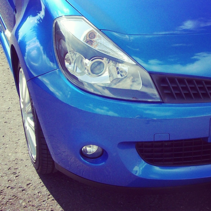 The chunky front end of a Renault Clio 197 wearing zymol wax