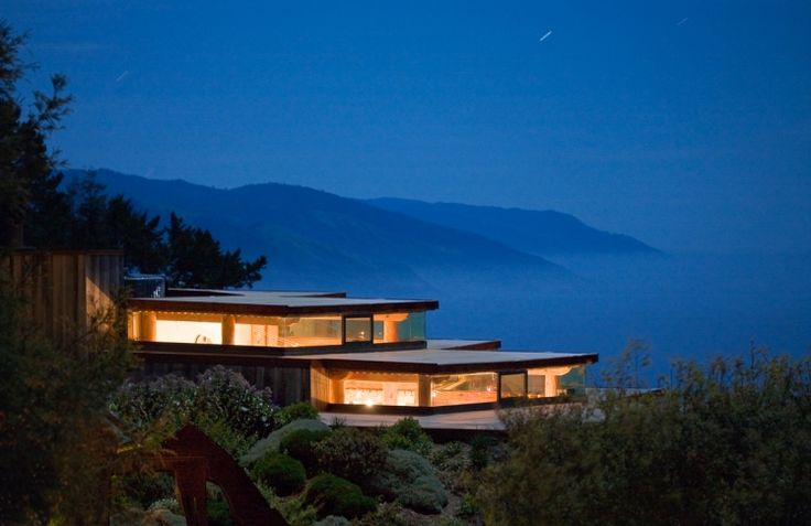 11. Post Ranch Inn, Big Sur, California, USA On top of a 1,200 foot cliff above the Pacific, the Post Ranch Inn is built with organic wood and slate and featuring impressive floor-to-ceiling windows, this northern Californian retreat feels like a luxurious tree house. Some rooms contain rooflines covered in wildflowers, while other rooms overlook the forest floor. Add nighttime stargazing, infinity hot pools and a gourmet candlelit restaurant, and you have the makings of heaven on earth.