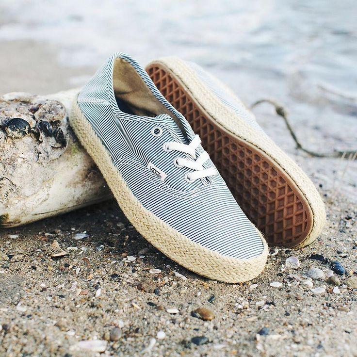 "40 mil Me gusta, 200 comentarios - vans girls (@vansgirls) en Instagram: ""Sun, Sand & Surf: The Authentic ESP. Shop online or find a store at vans.com #vansgirls"""