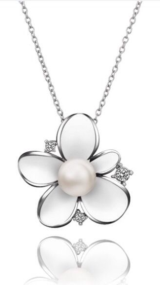 Gorgeous flower necklace