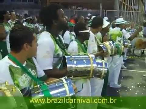 SAMBA DRUMMING: RIO CARNIVAL DRUMS AT IT´S BEST! FULL BATUCADA LIVE AT S...