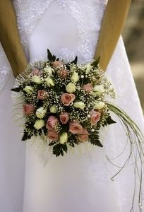 How to Freeze Dry a Wedding Bouquet. That's right, freeze dry. Brilliant. #wedding #bouquet #bridal