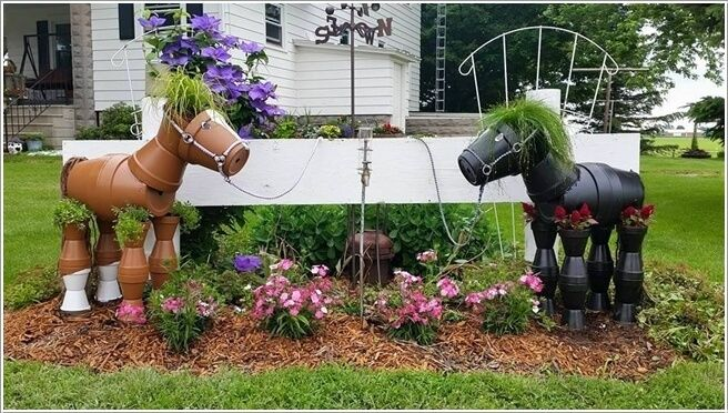 10 Cool Clay Pot Garden Crafts for your garden or lawn.Great lawn ornaments..Hard to believe these ponies are made of clay pots.