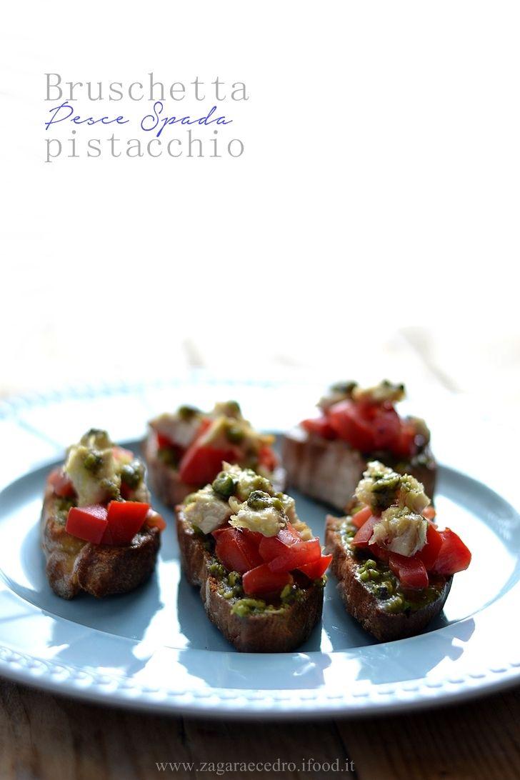 Bruschetta con pesce spada,pistacchio e pomodorini pachino http://www.zagaraecedro.ifood.it/2016/07/bruschettapesce-spada-e-pistacchio.html