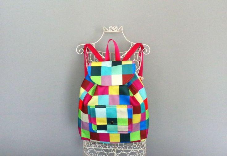 Renkli ,color block sırt çantası  Zet.com'da 120 TL