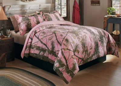 Sporting our Cabela's Zonz Woodlands pattern in pink, the ultrawarm Three-Piece Bed Set includes everything you need to extend your love for the outdoors to the indoors.