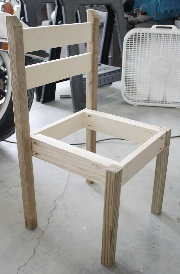 Building table and chair set out of wood scraps