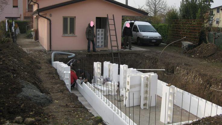 Découvrez les différentes étapes de construction d'une petite piscine couverte ! (de Emma Jacob)