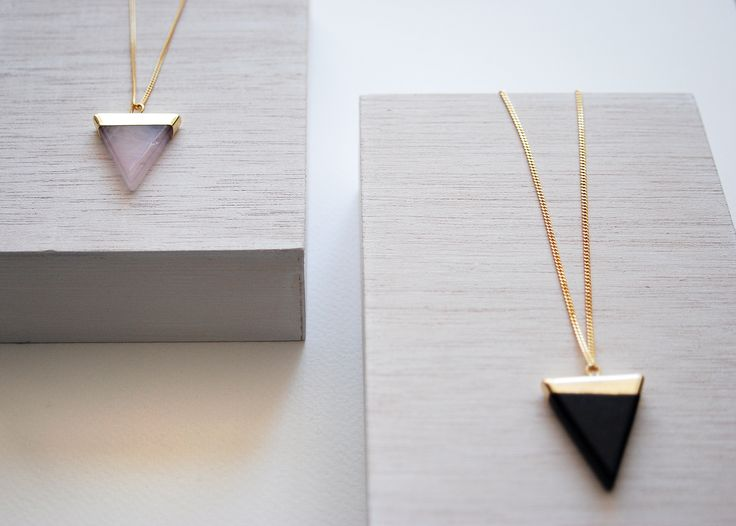 Collar Triangle, piedras semipreciosas, varios colores.