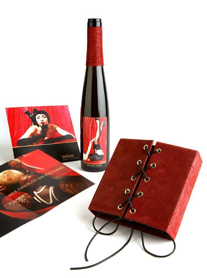 Neuhaus é a marca de chocolate mais antiga da Bélgica. Embora Neuhaus mantém um padrão de tradição, esses chocolates exalam uma mistura de sensualidade e luxo, ainda mais com esta embalagem promocional mega criativa.  Designed by Serena Jhangiani