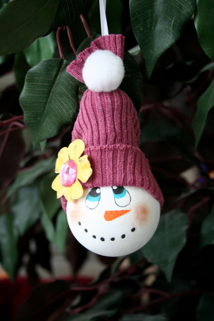 Light bulb ornaments - How To Make A Snowman Ornament From A Recycled Light Bulb