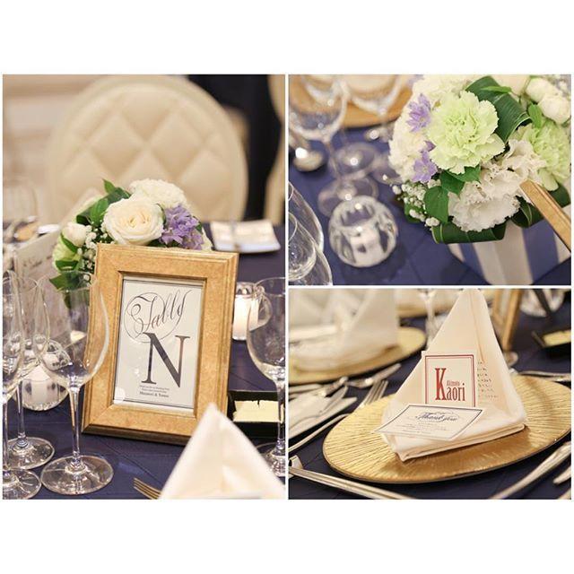 . . ゲストテーブル装飾✨ . クロスはネイビー アクセントにゴールド 花は少しだけ高さを出して キャンドルは各テーブル2つ . テーブルのキャンドルは 持ち込みOKだったら もっと置きたかったなぁ〜 . 席札の前のカードは、 引出物案内カードです✨ 引出物はご自宅に送るようにしたので、 それについての案内が書いてあります。 . 席札、テーブルナンバー、引出物案内は すべてminneのクリエイターさんにお願いしました✨ . 費用を抑えられて、 好きなテイストに出来たので、 とても良かったです . . テーブルナンバーの ゴールドフレームは19個もあるので、 いくつかお譲り出そうかと考え中です! . お譲りに関してはまた 詳細ルール等別でUPしたいと思います . . #wedding#tablecoordinate #tablenumber#flower #gold#navy#candle #tmewd_report  #テーブル装飾 #テーブルナンバー #ゲストテーブル #プレ花嫁#卒業 #フォトフレーム#お譲り . .
