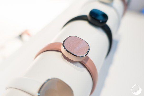 Фитнес-браслет Samsung Charm скоро поступит в продажу.   В первую очередь они появятся в Корее, Италии, Франции и России.