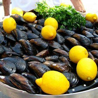 Turkish street food midye dolmaa ❤❤