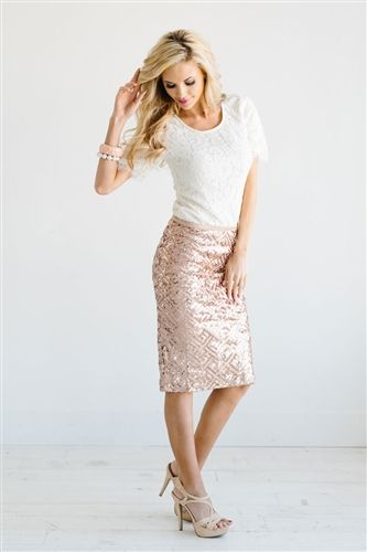 Obsessed!! This is the prefect rose gold sequin skirt! Love this for bridesmaids