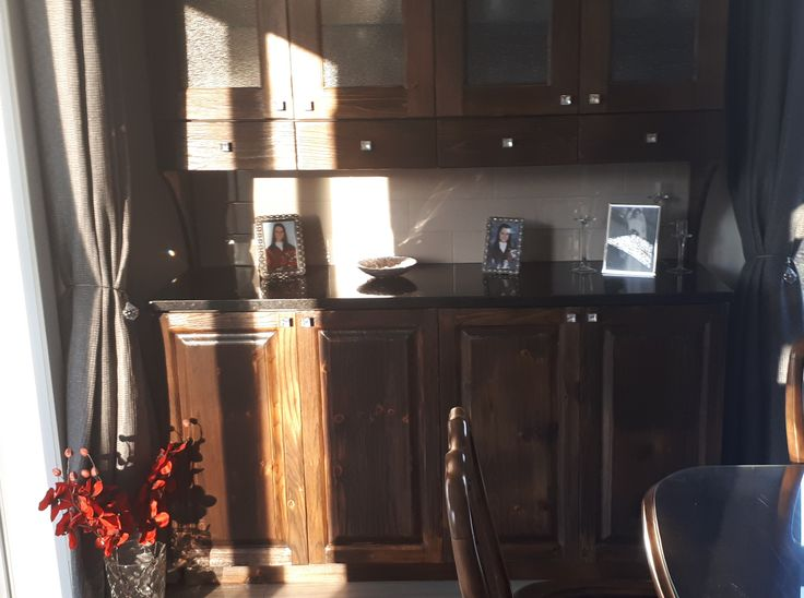 vaisselier pin brûlé vernie