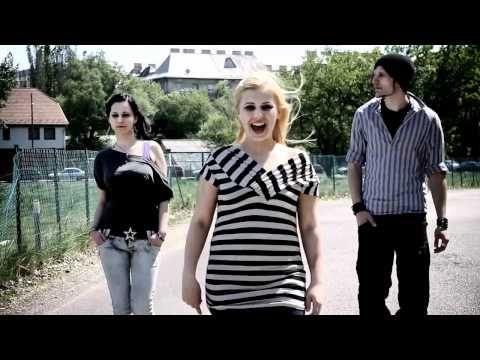 Angel első videoklipje, melyben a fiatalok az idősekre, a gyengén látókra és a mozgássérültekre szeretnék felhívni a figyelmet. A klipet az Evideo forgatta.