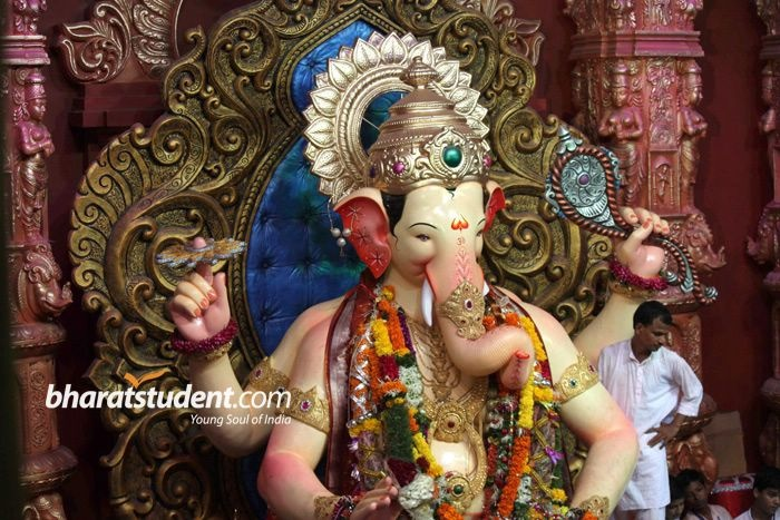 Bollywood Celebs Pray at Lalbaugcha Raja, Amitabh Bachchan, Rani Mukherjee, Mugdha Godse, Shankar Mahadevan, Ganesh Chaturthi, Lalbaugcha Raja