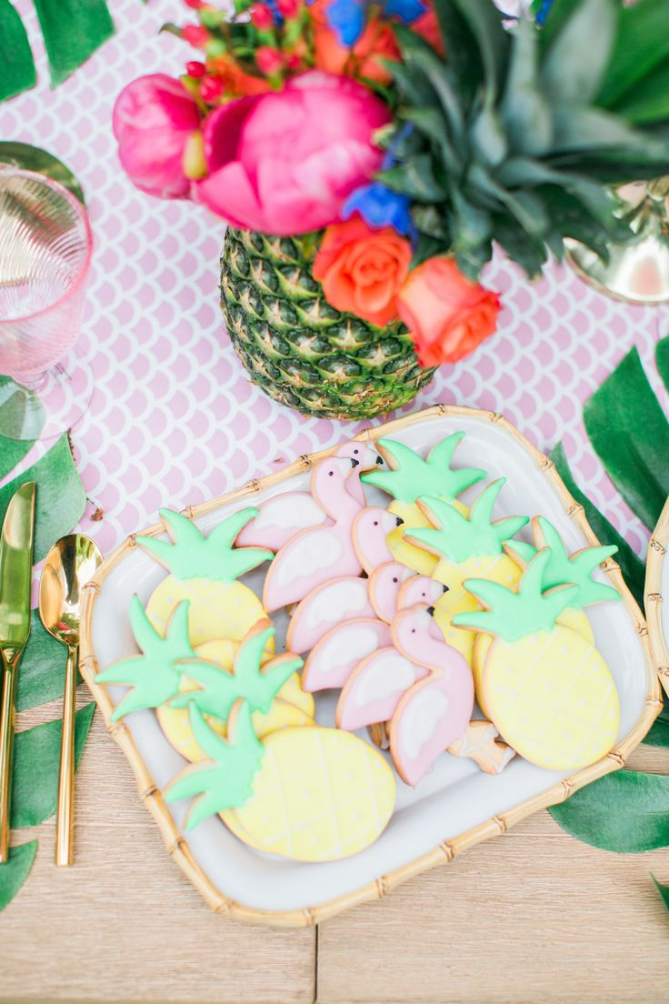 These tasty pastel treats are sitting pretty atop our beloved Bamboo platter! Be sure to pop over to @stylemepretty to see more from @purejoyhome's fabulous Rose Soiree