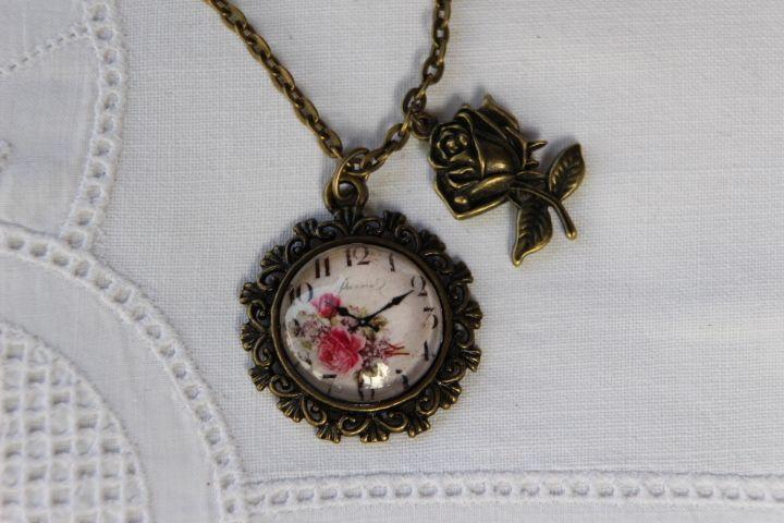 """Kette """"Rose Time"""" mit Rosen-Anhänger  von Aus Muddi's Schmuckkästchen auf DaWanda.com"""