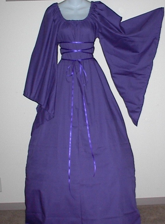 purple renaissance dress - I love the ribbon around the bodice like that...adds a pretty touch!