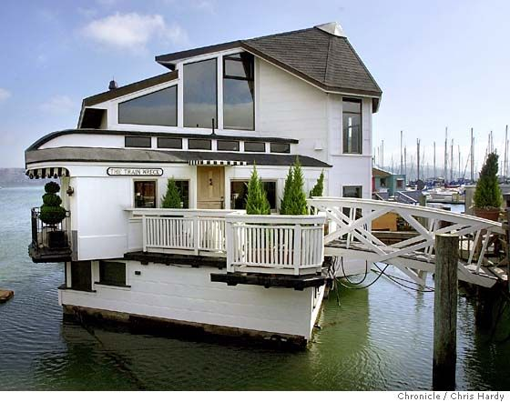 I have always kind of wanted to spend some time on a house boat just to experience it