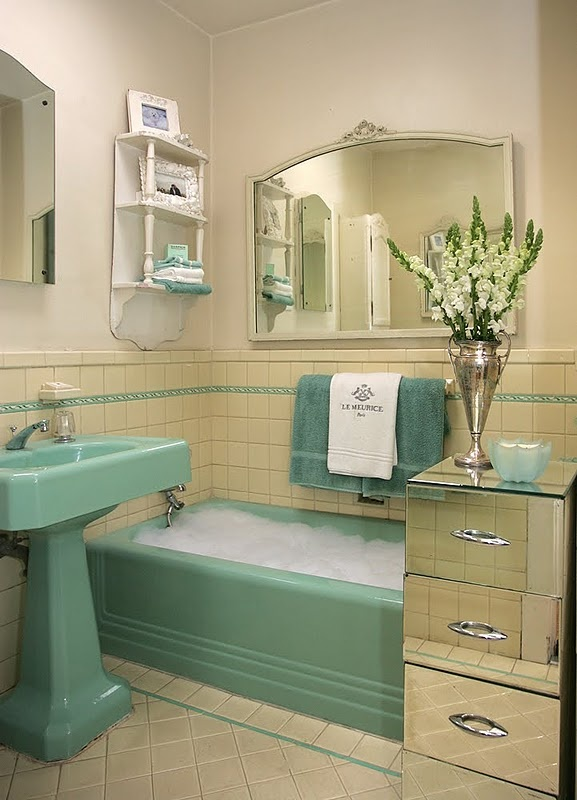 Great way to make an old bathroom look modern without a thousand dollar remodel :) I like it