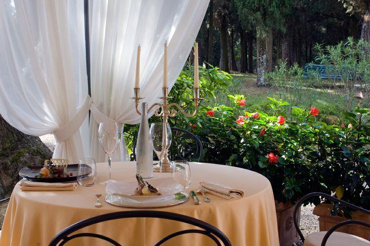 Cene speciali a lume di candela sotto il #gazebo della #piscina di Villa Il #Patriarca. #Pool #candle #garden #ISalotti #KatiaMaccari #ChefKatia #Toscana #Tuscany #Chiusi
