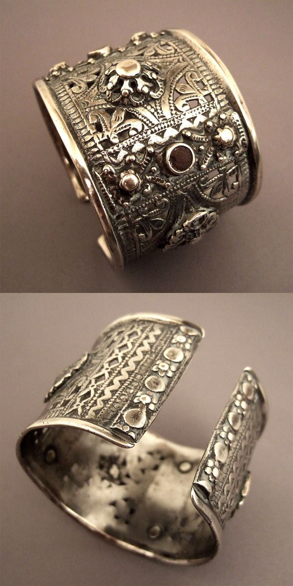 Morocco | Cuff bracelet; silver and glass past. Tiznit. ca. 19th - early 20th century. | This type of bracelet is also found in the form of ankle bracelets (closed) with the same openwork in the Aures in Algeria | 850€