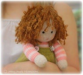Mary Jane's TEAROOM: TEAROOM Dolls....a new knitting pattern
