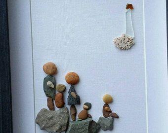 Artículos similares a Familia arte, guijarro arte familia con perro, familia de cuatro, la familia roca de piedra, piedra arte familiar, caída de regalo de inauguración de la casa en Etsy