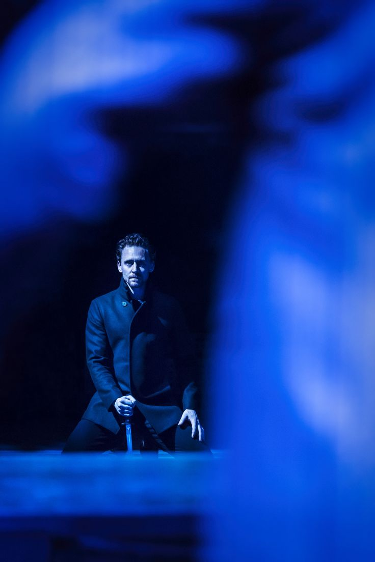 "Tom Hiddleston ""Hamlet"" Jerwood Vanbrugh Theatre, RADA, London,1.9.2017 Via http://tw.weibo.com/torilla/4147433568580709"