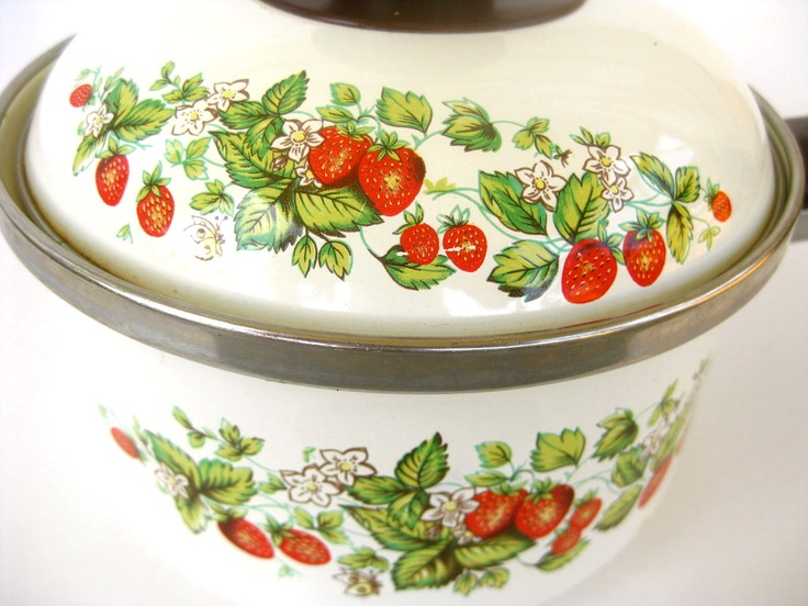 97 best everything strawberry images on pinterest - Strawberry kitchen decorations ...