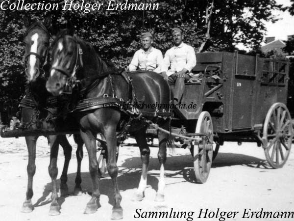 The Pferdetransportwagen - horse transportation wagon - (Vf. 1) belonged to the Veterinärfahrzeuge - veterinary vehicles. It could be towed by two or four horses. It was used for transportation of ill or wounded horses.