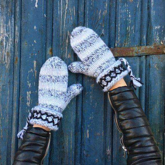 Swedish Lovikka mittens hand knitted wool nordic by JezebelAdrian