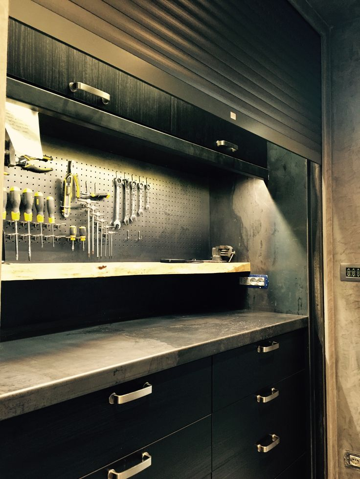 Workbench made ​​of sheet steel. Home Modern Industrial Style. Patrizio DE LEIDI