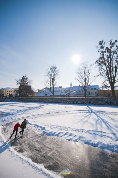 Das #Mühlviertel beim #Eislaufen entdecken. Weitere Informationen zu #Winterurlaub im #Mühlviertel unter www.muehlviertel.at/winteraktivitaeten - ©Tourismusverband Mühlviertler Kernland/Erber