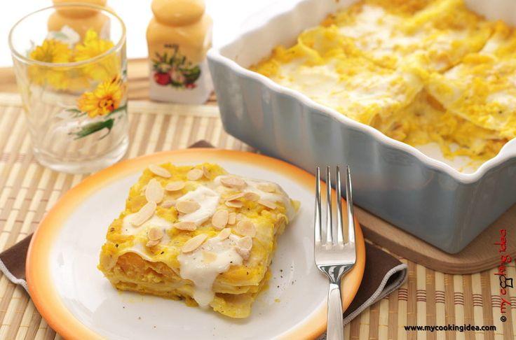 Lasagne fatte in casa con zucca, gorgonzola e mandorle -http://www.mycookingidea.com/2015/12/lasagne-con-zucca-e-gorgonzola/  My Cooking Idea