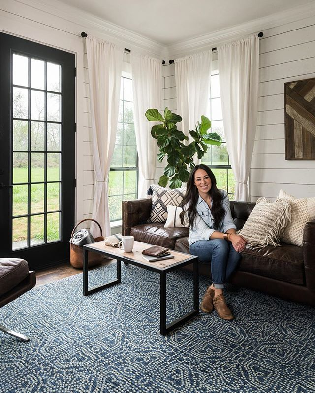"""""""Loloi takes pride in producing unique, designed-in-America products that are made with a variety of old-world techniques. This was important to me, because the right rug can become the centerpiece of a room when it is paired with the right space."""" - @joannagaines (Rug: Emmie Kay from the @magnolia line) #JoannaGainesxLoloi"""